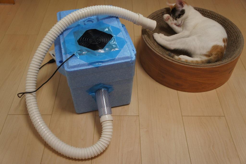 猫用クーラー DIY ネコクーラー 初号機