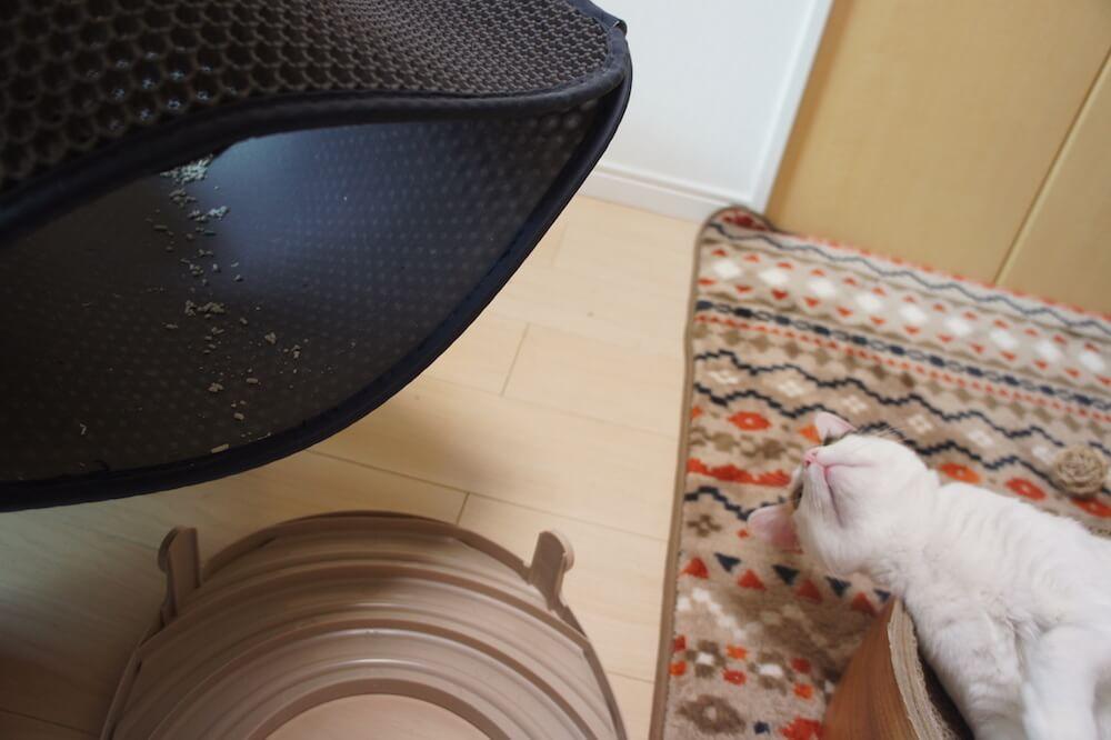 Xcommerce 猫砂取りマット 猫マット トイレマット 二重構造 折り畳み式 超大サイズ 飛び散り防止マット 防カビ 上から猫トイレ