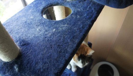 猫の換毛期でキャットタワーやソファーが毛だらけにっ!気にする人は材質と色も考えよう!
